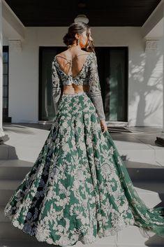 Desi Wedding Dresses, Pakistani Wedding Outfits, Indian Bridal Outfits, Indian Bridal Fashion, Indian Bridal Wear, Indian Wedding Gowns, Asian Bridal Dresses, Indian Groom Wear, Indian Ethnic Wear