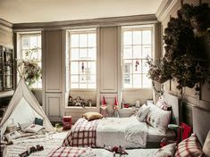 Collections by our beloved Zara Home are becoming more and more cozy and homely, without unnecessary ideal lines and glamour decor. So the new Christmas ✌Pufikhomes - source of home inspiration Zara Home Christmas, Christmas Interiors, Cozy Christmas, Christmas Feeling, Christmas 2019, Christmas Presents, Christmas Decorations, Holiday Decor, Zara Home Design