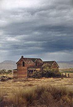 Elgin, Utah. We can go explore ghost Towns! It's fun, creepy fun! Old Buildings, Abandoned Buildings, Abandoned Places, Voyage Usa, Ghost Towns, Old West, Haunted Places, Wyoming, Utah Parks