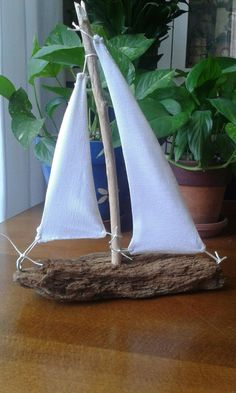 Recycled wooden boat, by ana mañas crafts crafts crafts para vender crafts Driftwood Projects, Driftwood Art, Diy Projects, Seashell Crafts, Beach Crafts, Diy And Crafts, Beach Themed Crafts, Nature Crafts, Beach House Decor
