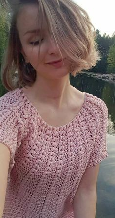 43 sleek and stylish crochet tops patterns ideas and images for new year 2019 page 13 of 44 Brighten up your wardrobe with this beautiful colour blocked jumper, featuring treble crochet. I hope you have enjoyed this beautiful crochet Cute and Easy Stylish Débardeurs Au Crochet, Gilet Crochet, Crochet Cardigan Pattern, Crochet Tunic, Crochet Clothes, Easy Crochet, Crochet Ideas, Crochet Bodycon Dresses, Black Crochet Dress