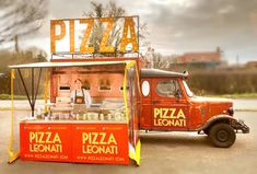 Wonderful vintage pizza truck - Unique 4 ovens, quick and tasty pizza. Pizza Vans, Pizza Truck, Ovens, Tasty, Trucks, Unique, Vintage, Stoves, Truck