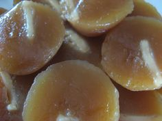 Kutsinta will forever have special place in my heart. It was the first product that inspired my mom's Sally's Bake Shop in She had seen mothers buying kutsinta after a movie. Filipino Desserts, Asian Desserts, Filipino Food, Filipino Recipes, Pinoy Recipe, Philippines Food, Island Food, Pinoy Food, Desert Recipes