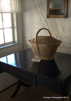 Lovely basket Danish Interior, Danish Style, Manor Houses, Country Living, Basket, Vintage, Home, Country Life, Mansions
