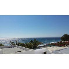 #santorini #kamari #greece #grecia #island #hotelsigalas #morning #sun #ocean #travel #gibtschlimmeres #NOFILTER Santorini, Island, Greece, Ocean, Beach, Water, Instagram Posts, Travel, Outdoor