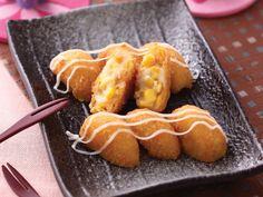 可樂餅原本是法國菜,是將碎肉蔬菜包在馬鈴薯泥中炸的料理,後來逐漸被日本人發揚光大,所以很多人常以為可樂餅是日本料理哩。可樂餅法文原名croquette,日文讀音[korokke],台灣叫可樂餅是由日文音譯而來的。 -- 料理123 美味好簡單