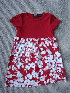 t-shirt refashion dress for little girls. use tshirt/tank with pillowcase. Great addition for the Little Dresses for Africa T-shirt Refashion, Diy Clothes Refashion, Sewing Kids Clothes, Sewing For Kids, Diy Clothes Videos, Diy Dress, Little Girl Dresses, Toddler Dress, Look