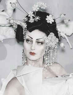 deprincessed: Shalom Harlow being an absoute oriental goddess at Christian Dior Haute Couture S/S 2007