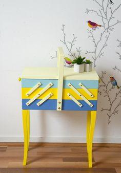travailleuse style scandinave , bleue et jaune,    Box with sewing, hard-working de la boutique atelierdelachoisille sur Etsy