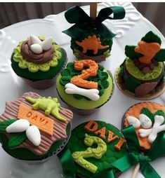 LUIZ faz 3 Birthday Party At Park, Jungle Theme Birthday, Luau Birthday, 1st Boy Birthday, Dinosaur Cupcakes, Dinosaur Birthday Cakes, Birthday Cupcakes, Jurassic World Cake, Festa Jurassic Park