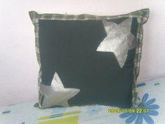 faço almofadas de várias formas,tamanhos,com estampas diferentes do jeito que o cliente pedir R$ 30,00