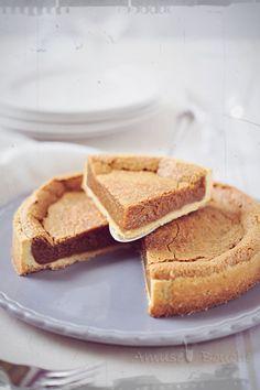 L'année dernière, j'ai écrit un livre autour de la vergeoise, sucre de betterave roux ou blond. J'avais réalisé cette tarte délicieuse très différente de la tarte au sucre classique qui est sur une base briochée. Celle-ci est crémeuse et fondante mais...