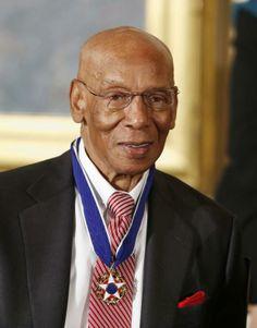 The Presidential Medal of Freedom is seen on baseball Hall of Fame player #ErnieBanks at a ceremony in the East Room of the #WhiteHouse in Washington, November 20, 2013