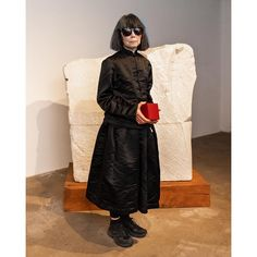On Thursday night, Comme des Garçons fashion designer Rei Kawakubo made a rare public appearance at the Noguchi Museum in New York City, where she received the annual Isamu Noguchi Award. Fashion Today, Fashion Art, Vintage Fashion, Fashion Design, Fashion Styles, Street Fashion, Wearing All Black, All Black Outfit, Isamu Noguchi
