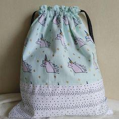 Sac pochon enfant coton vert pâle licornes et blanc à petits pois noirs