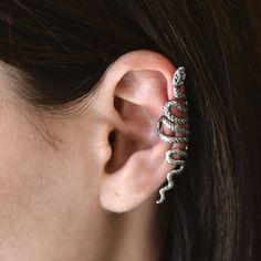 Cercel pe ureche din argint masiv 925 ‰, lucrat în formă de șarpe.  Nu necesită gaură și poate fi atașat oriunde pe ureche.  Cod produs: DC2576 Greutate: 2.91 gr. Lungime: 5.00 cm Lățime: 1.00 cm Lapis Lazuli, Topaz, Earrings, Jewelry, Ear Rings, Stud Earrings, Jewlery, Bijoux, Schmuck