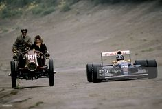 Nigel Mansell V Damon Hill. Mansell takes a drive with his wife Roseanne in a 1902 Renault with Damon Hill alongside him at the Brooklands Circuit in 1992 Dirt Track Racing, F1 Racing, Racing Team, Drag Racing, Damon Hill, Vintage Racing, Vintage Cars, Retro Cars, Formula 1