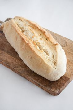 Recipe for a vegan Basic White Bread. Super soft, super versatile, delicious, quick and easy! No need to buy bread anymore in the supermarket.