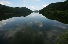 유리처럼 투명한 수면 위로 반사되는 아름다운 자연의 데칼코마니, 광주 청풍쉼터 제4수원지