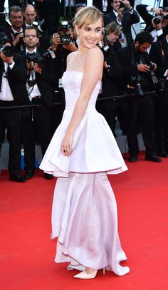 """SUKI WATERHOUSE in a tiered lilac Christian Dior gown and Chopard """"Peacock Feathers"""" earrings at the premiere of The Homesman in 2014. Cannes 2014."""
