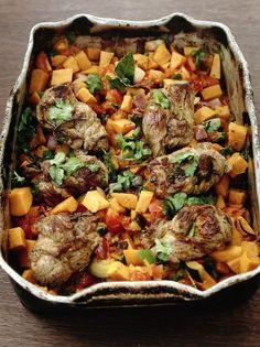 Moroccan lamb stew   Jamie Oliver - buona! La prox volta usa 2 lattine di plum tomatoes, e usando i pezzetti di carne già tagliati fai attenzione ai tempi di cottura: la mia si è asciugata prima del tempo (ma avevo anche usato solo 1 lattina). Ho messo 2 peperoncini e era buona così, direi al max aggiungi un terzo per provare, ma non di più.