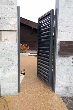Modern Front Gate Design, Gate Wall Design, Gate Designs Modern, Grill Gate Design, House Fence Design, Wooden Door Design, Main Door Design, Railing Design, Door Design Interior