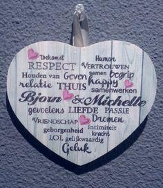Leuk kado idee verjaardag, valentijn, sinterklaas, kerst Houten hart 13cm met je eigen namen €5,00 . Eigen tekst ook mogelijk.  Www.madeitup.nl