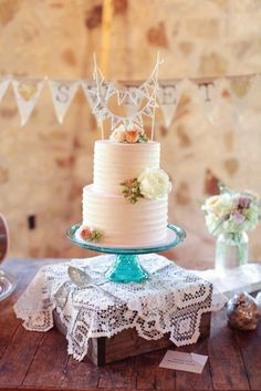 pretty cake + just married banner