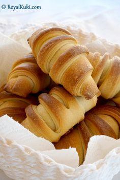 Peynirli Kolay Kruvasan Iftar, Food And Drink, Pizza, Bread, Easy, Savory Snacks, Recipes, Cooking, Bakken