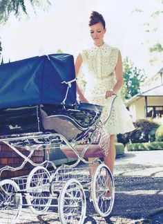 This looks like the vintage pram I have. Now that ev is sitting up, I cant wait to do some pics of him in it!!!