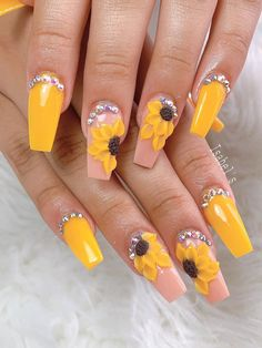 We have chosen the most beautiful yellow nail art designs for summer 2019 between yellow and grey nails, yellow and black nails, and yellow and silver nails. 3d Nails, Coffin Nails, Cute Nails, Pretty Nails, Sparkly Nails, Silver Nails, Rhinestone Nails, Thanksgiving Nail Designs, Thanksgiving Nails