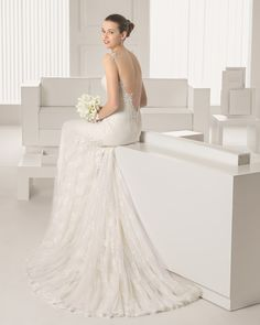 Lace and guipure dress with beaded detail, in ivory. G02 Corded lace and tulle gloves, short, in a natural colour. T81PEND Organza camellia earrings (2 units), natural colour.