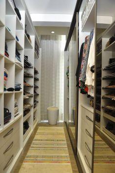 Para que o seu closet tenha uma boa organização, é preciso divisões adequadas para as suas roupas, sapatos e acessórios, pensando nisso os designers Claudiney Simião, Josiane Castilho e a arquiteta Patricia Fayad, projetaram este ambiente!!
