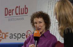 Margaret Atwood auf dem Blauen Sofa