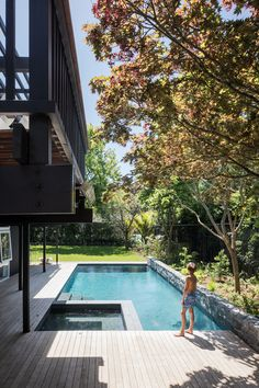 This swimming pool was a new addition to this Remuera home. Photography by: David Straight. Mid Century House, Pool Landscaping, House Tours, Swimming Pools, Backyard, House Design, Architecture, Outdoor Decor, David