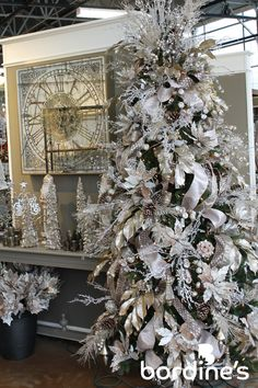 Here are 16 awesome ideas for diy Christmas decorations. Elegant Christmas Trees, Silver Christmas Decorations, Silver Christmas Tree, Christmas Tree Design, Christmas Tree Themes, Flocked Christmas Trees Decorated, Xmas Tree, Winter Christmas, Christmas Tree Inspiration