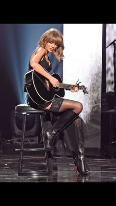7 Beauty Tips for Looking Younger Taylor Swift Legs, Taylor Swift Music, Taylor Swift Outfits, Taylor Swift Style, Taylor Swift Pictures, Taylor Alison Swift, Dolly Parton Pictures, Celebrity Boots, Celebrity Stockings