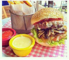 Lumberjack Burger - The Hunger Cafe & Brasserie / Bulvar 216 Ataşehir, Gayrettepe İstanbul Extreme Food, Pulled Pork, Mozzarella, Istanbul, Hamburger, Chicken, Ethnic Recipes, Style, Shredded Pork