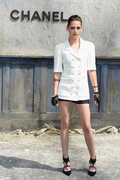 PHOTOS Kristen Stewart aux longues jambes au défilé de mode de Chanel à Paris - Photos Kristen Stewart