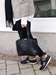Es ist so weit, die Kälte holt uns schön langsam aber sicher ein, daher müssen jetzt warme Pullis und Accessoires her. Heute hab ich einen Pullover für euch, der euch vielleicht irgendwie bekannt … Fashion 2017, Adidas Sneakers, Street Style, Pullover, Shoes, Nice Asses, Adidas Tennis Wear, Adidas Shoes, Zapatos