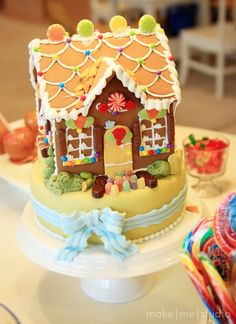 Hansel and Gretel Cake..Love this Cookie House on a cake