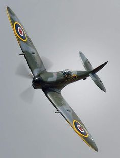 "stukablr: "" Supermarine Spitfire "" A few varied photos that I like Ww2 Aircraft, Fighter Aircraft, Military Aircraft, Fighter Jets, Ww2 Fighter Planes, Spitfire Supermarine, Spitfire Airplane, Photo Avion, Naval"