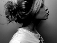 Love this messy bun. I want it.