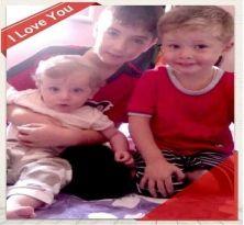 Le foto e i nomi delle decine di minori siriani morti nel barcone affondato l'11 ottobre a 60 miglia da Lampedusa. La protesta dei familiari. Che lanciano una petizione: Recuperate i corpi e aprite un'inchiesta. Ma i capi dei governi Ue hanno deciso di rimandare la discussione a giugno 2014