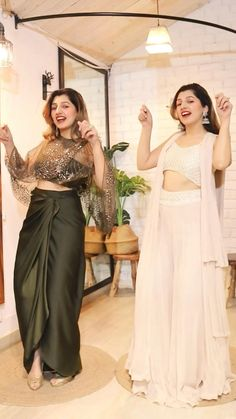 Party Wear Indian Dresses, Designer Party Wear Dresses, Dress Indian Style, Indian Fashion Dresses, Indian Designer Outfits, Indian Wear, Indian Outfits, Celebrity Evening Gowns, Diwali Outfits