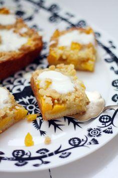 Mangomurupiirakka Finnish Recipes, Fudge, Frosting, Cake Recipes, French Toast, Bakery, Mango, Muffin, Food And Drink