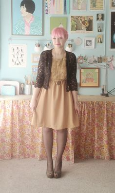 this would be a flattering outfit for my body shape. the top and skirt are so cute.