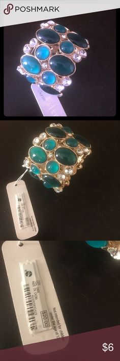 ✨Gorgeous wrist piece. ✨ Teal/dark green and gold bracelet with rhinestone embellishment. A major eye catcher when you walk in the room. Just can seem to get the right outfit to go with this beauty. Charming Charlie Accessories