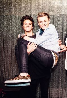 Tris is just the cutest!! Brad not 2 bad either!!! Xx