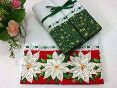 Kit com 3 panos de copa natalinos, contém: 1 Pano de Copa (72x45cm) com barrado de tecido estampado tema Natal com flores natalinas, decorado com passa-fitas. 2 Panos de Prato (66x41cm), com barrado de tecido estampado com estrelas de Natal. Ideal para decorar sua cozinha nesta época espec... Christmas Towels, Christmas Cushions, Christmas Sewing, Handmade Christmas, Christmas Tree Ornaments, Xmas, Bathroom Towels, Kitchen Towels, Dish Towels